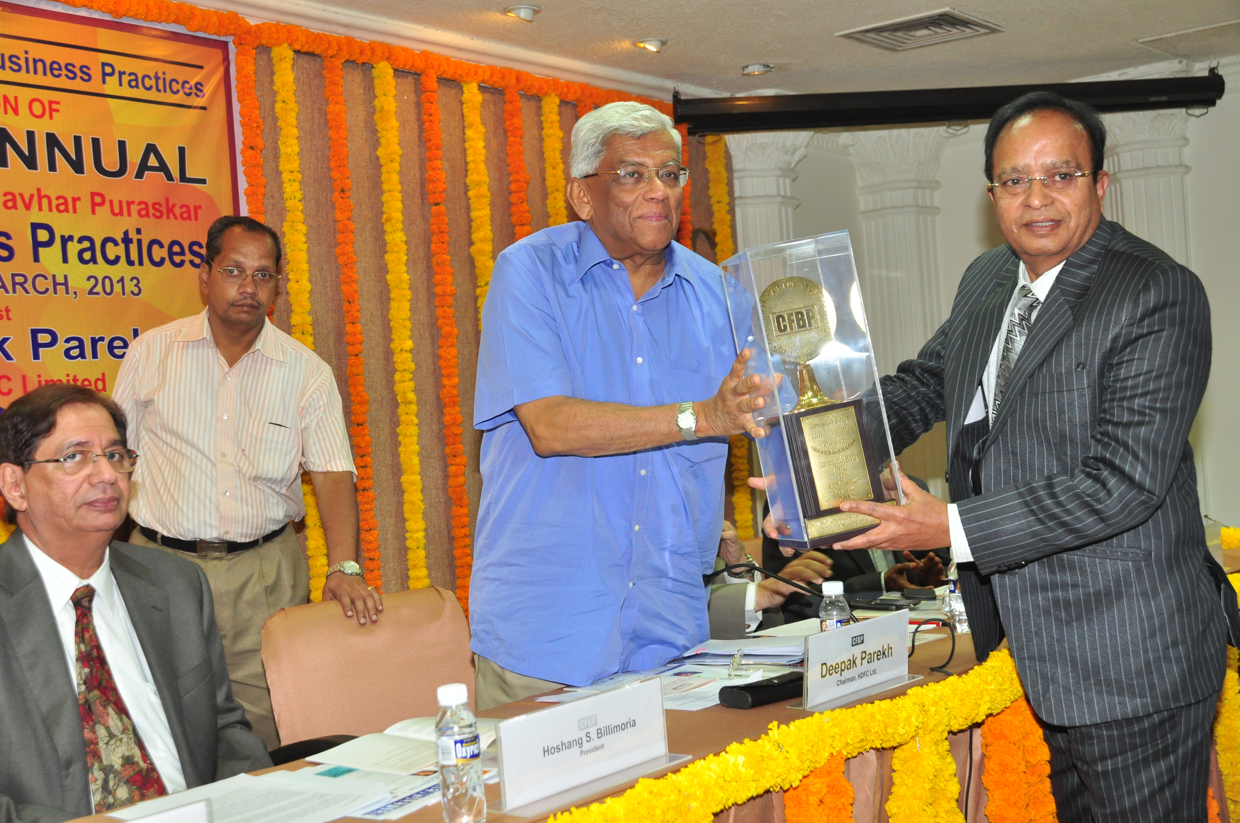 Mr.Narendrakumar A. Baldota, (third from left) Chairman & Managing Director, MSPL Limited and is presented with CFBP Jamnalal Bajaj Award for Fair Business Practices for 2012 by Mr. Deepak Parekh, Chairman, HDFC Ltd, at a function held in Mumbai.